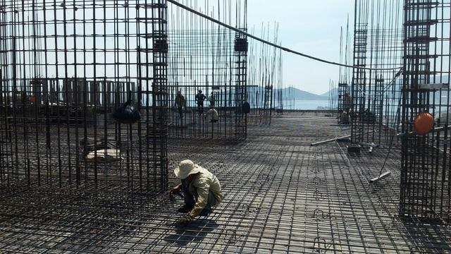 Cất nóc dự án nhà ở xã hội đầu tiên tại Nha Trang - Ảnh 1.