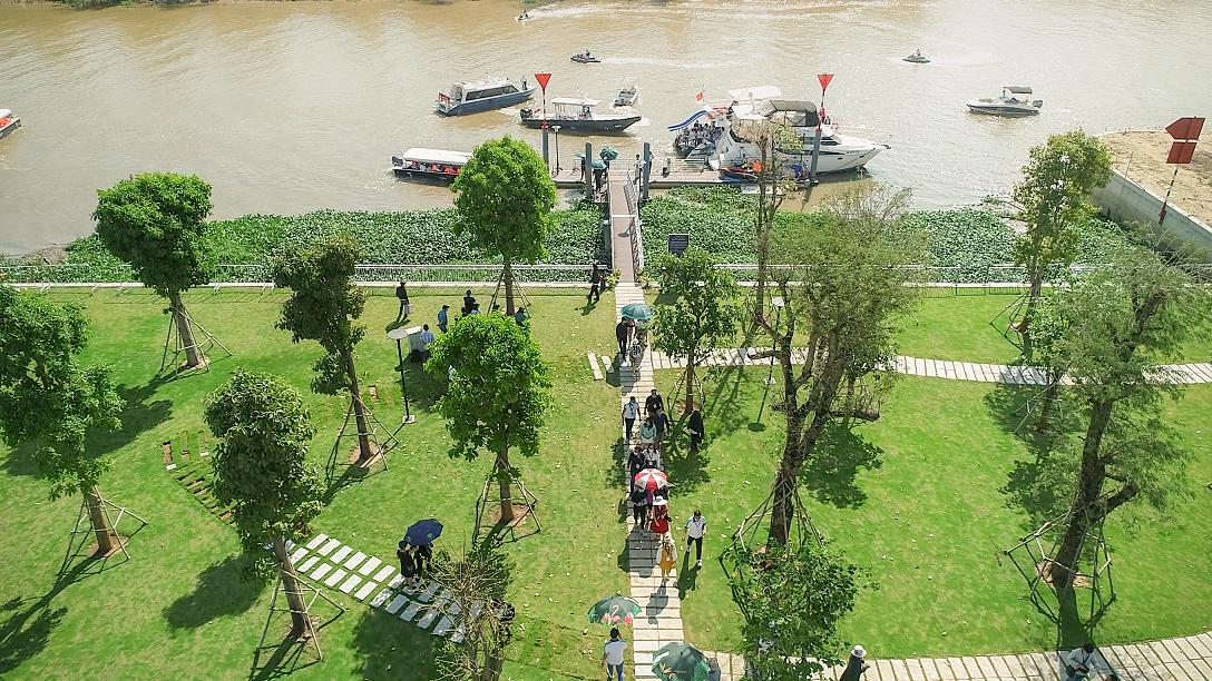 Sông nước len lỏi trong từng phân khu, tạo thành những thế đất đẹp tự nhiên, độc đáo giữa lòng đô thị Aqua City